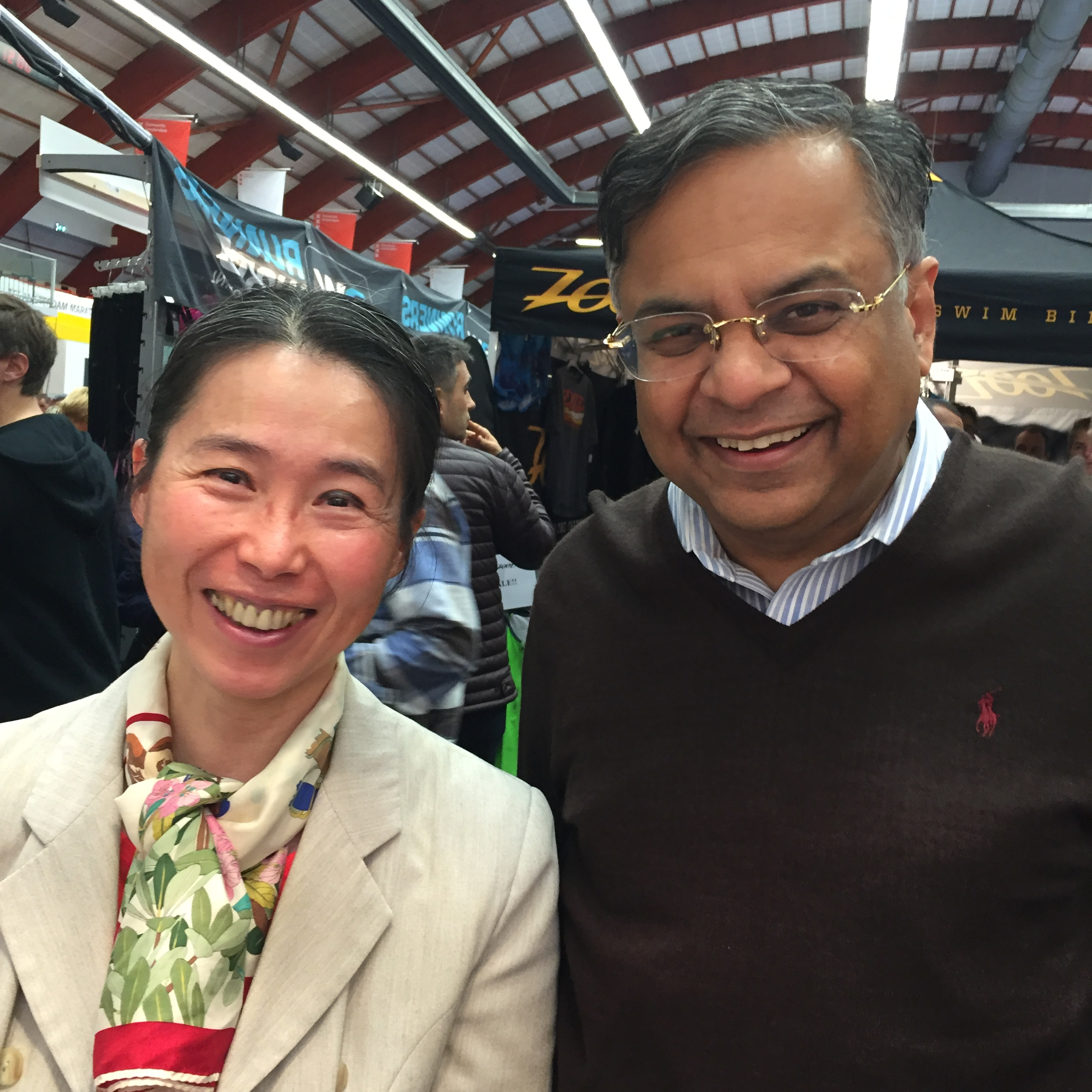 "Mr Natarajan Chandrasekaran (""Chandra""), CEO of The Amsterdam Marthon's main Sponsor TCS, and Ygreck, visiting my gallery at the expo."